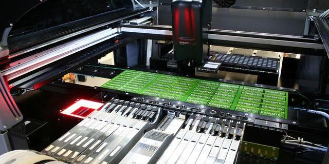 PCB行业新技能:自动化设备+工业机器人